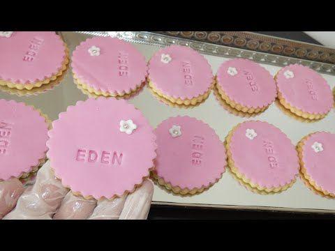 صابلي عيد ميلاد وكيفية طبع الحروف على عجينة السكر راقي وسهل Biscuit Personnalise D Anniversaire Youtube Sugar Cookie Food Mimi