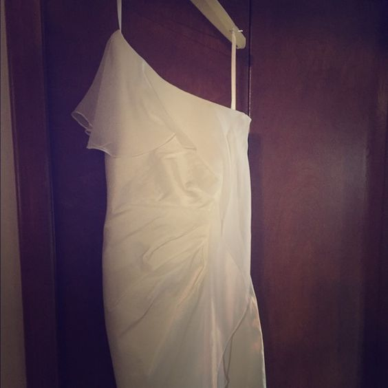 White dress from cache worn once size 4 Beautiful dress worn once then dry cleaned from cache size 4 Cache Dresses One Shoulder