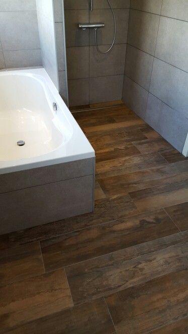 Badkamer met houtlook tegel vintage look badkamer pinterest vintage en met - Eigentijdse badkamer grijs ...