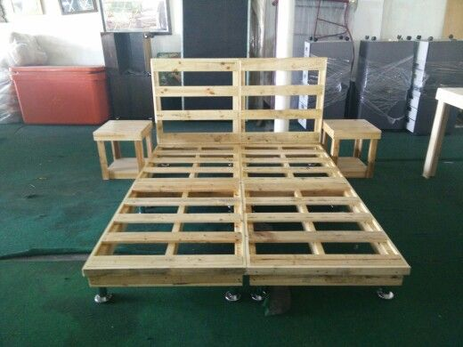 Queen beds beds and pallets on pinterest for Pallet bed frame with side tables