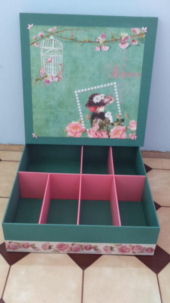 Caixa 35x35 verde com rosa