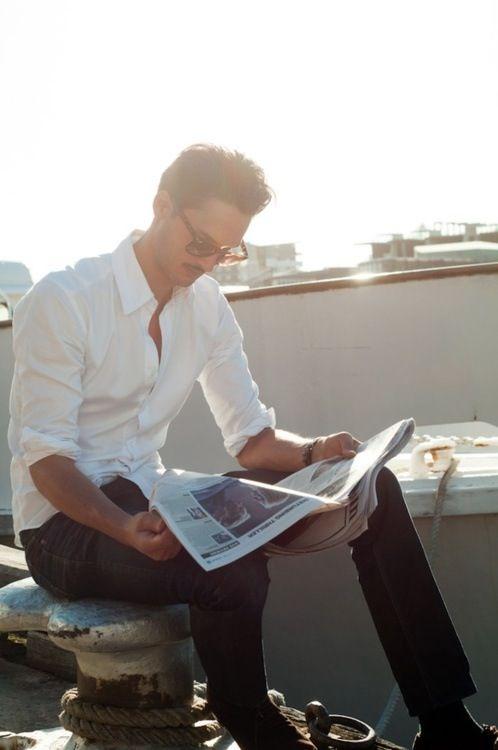Una buena propuesta ¿no creen?    White crisp shirt with dark jeans, classic spring attire.