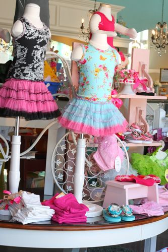 display ideas--like the white bases on the mannequins.