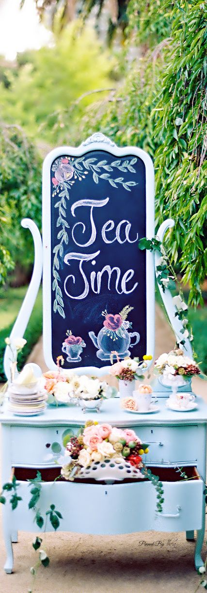 Great for a quick family get together before the bug day! SOCIALITE'S ✨ MaD HaTtErS RoYaL TeA PaRtY ✨  ~ Tнεα