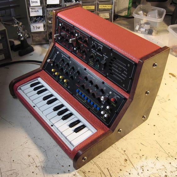 Noystoise Functover Elephant Keyboard ~ Monosynth 2013