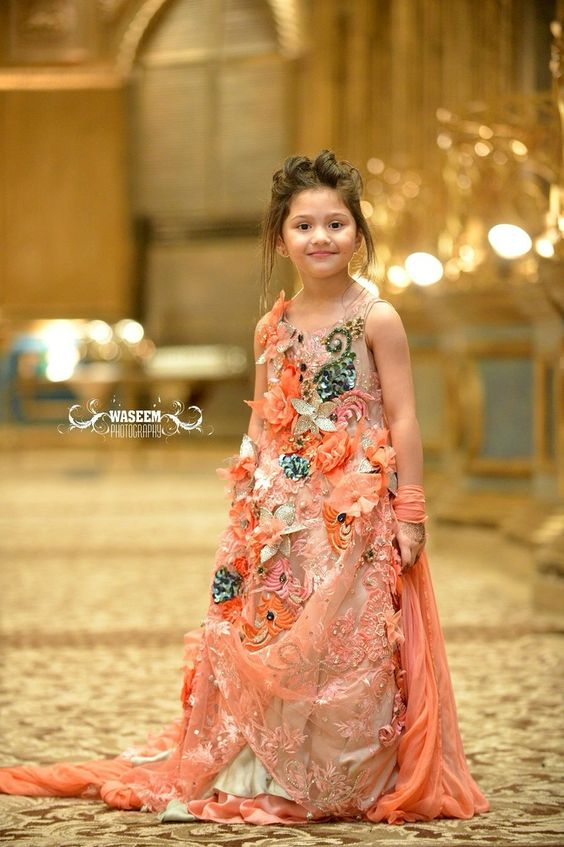 Fashion style Wedding Kids dresses pakistan pictures for woman