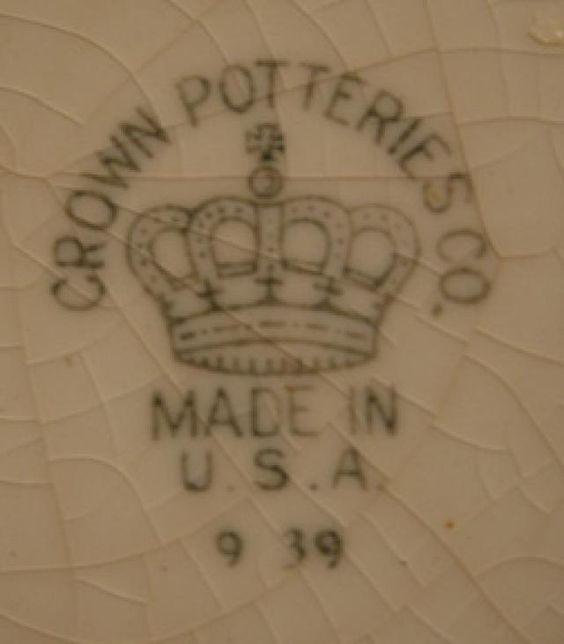 How do you identify the marks of porcelain makers?