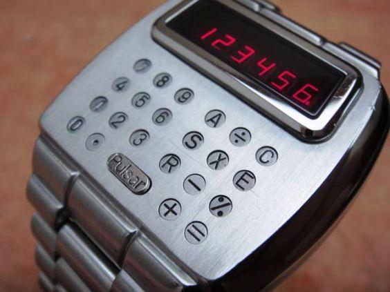 パルサーの電卓付き腕時計(1975年)
