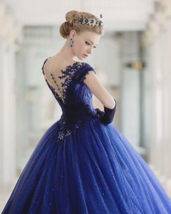 10 robes de mariée d'un bleu époustouflant pour se transformer en princesse -Au fil de l'actu, Robes de mariée, Tendance robes de mariée -Mariage.com