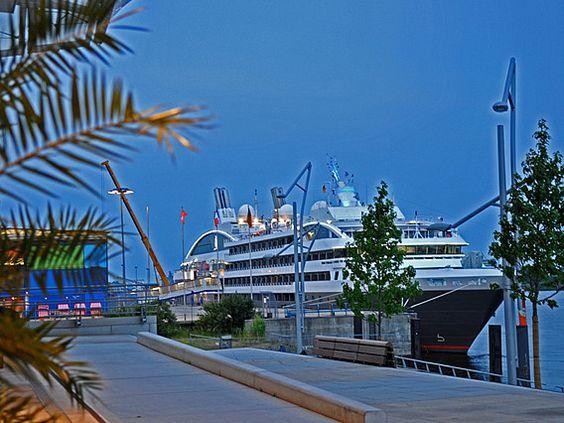 Hamburg Cruise Center Borea