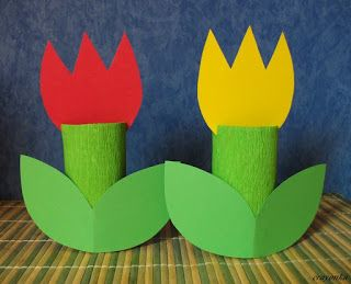 Prace plastyczne - Kolorowe kredki: Tulipany z rolek po papierze: