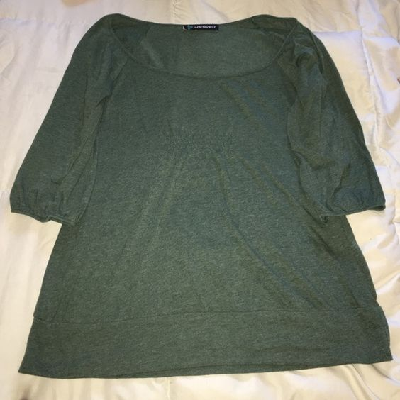 Green Top Cute 3/4 sleeve green casual top. In excellent condition! Weavers Tops Tees - Long Sleeve