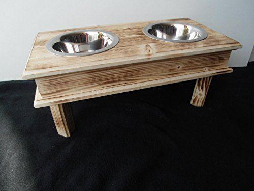 Aus der Kategorie Hundebars & Napfständer   gibt es, zum Preis von EUR 16,99  Die Futter Bar macht Schluss mit herumstehenden und umfallenden Näpfen und bietet einen stabilen Stand. Das Design besticht durch eine klare Form und schlichte Eleganz. Die edle Futterstation selber besteht aus einem hochwertigen massiven Holzkörper. Natur belassen und unbehandelt. Gerade die Kombination Holz und dem schön glänzenden Stahl, aus dem die Näpfe gefertigt sind, gibt der Futter Bar ihren ganz eigenen…