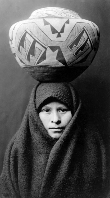 Edward Sheriff Curtis     Zuni Woman with Jar     c.1903: