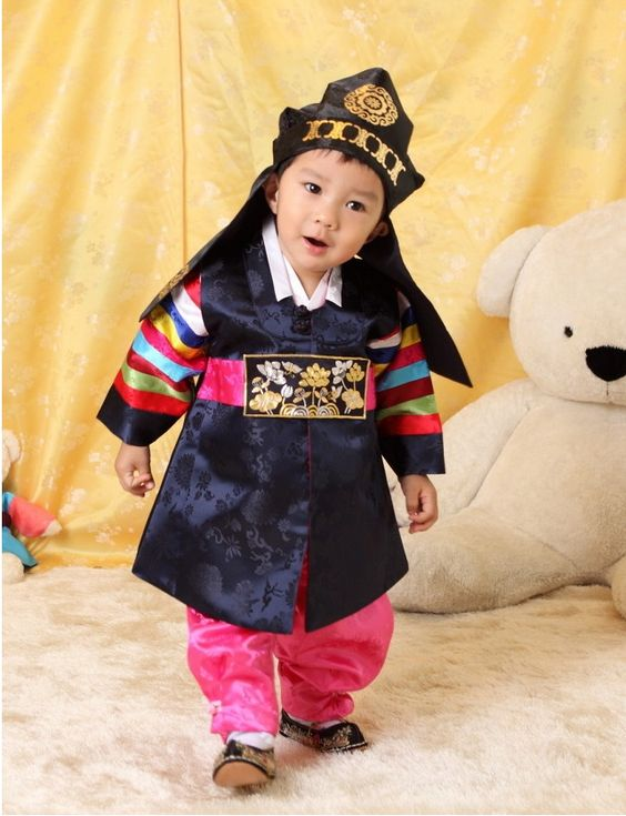 dress up Korean traditional clothing(hanbok) for kids. Korean ...