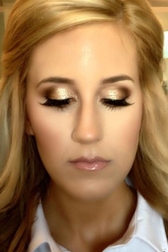 Such a glamorous gold eye make up - great for the bridesmaids and the bride as well