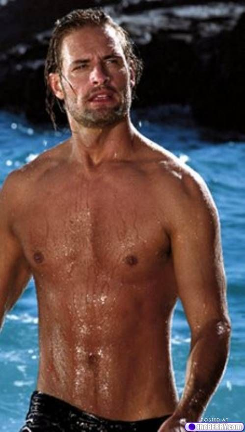 If yer gonna take yer shirt off, guys, you should look like this. Otherwise, keep yer shirt on.