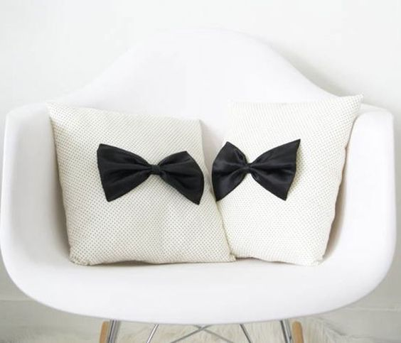 Retro Bow Cushion