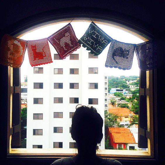 bandeiras de crochê filet inspiradas nas bandeiras de papel mexicanas - 2015.
