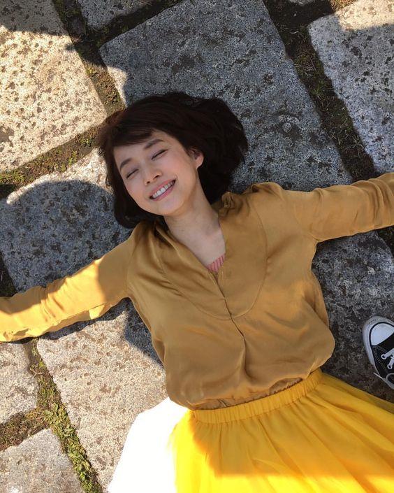 黄色いスカートの石田ゆり子