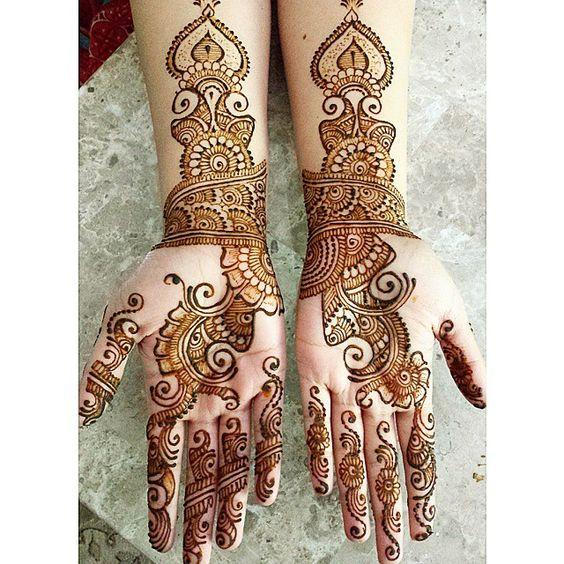 Simple Mehndi For The Sweetest Bride Nazish For Her Nikkah Hennabyaiza Henna Hennaartist Hennatattoo Henna Hand Henna Henna Hand Tattoo Hand Tattoos