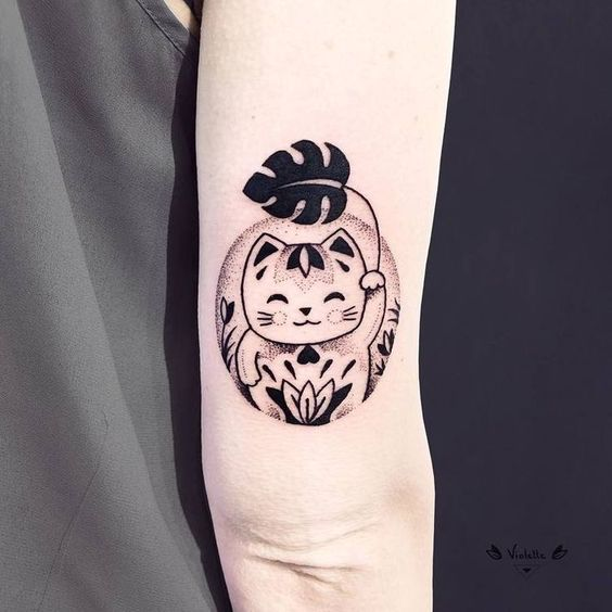 Maneki-Neko and Monstera Leaf Tattoo by violette_bleunoir