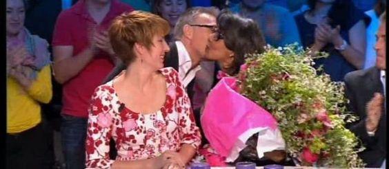 Pour sa dernière apparition dans «On n'est pas couché», Audrey Pulvar a reçu unbouquet de fleurs de Laurent Ruquier et a été ovationnée par le plublic.