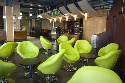 Cafes: What makes a 3rd place? Chairs in a circle to encourage interaction - Aroma coffee shop 2.jpg (420×279)