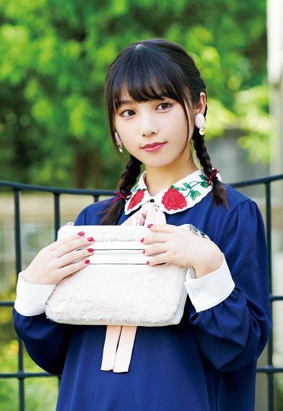 バッグを持つ与田祐希