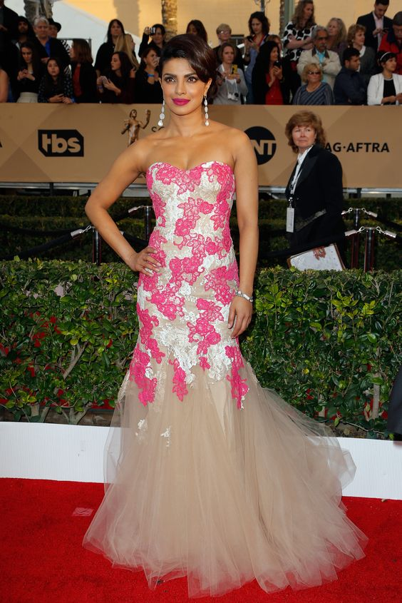 Priyanka Chopra looked gorgeous in a mermaid style strapless pink Monique Lhuillier gown:
