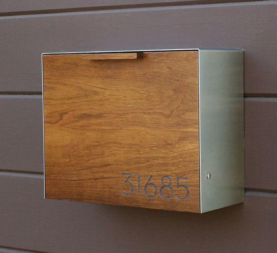 Moderne große Mailbox, Teak und Edelstahl, Wand-Postfach