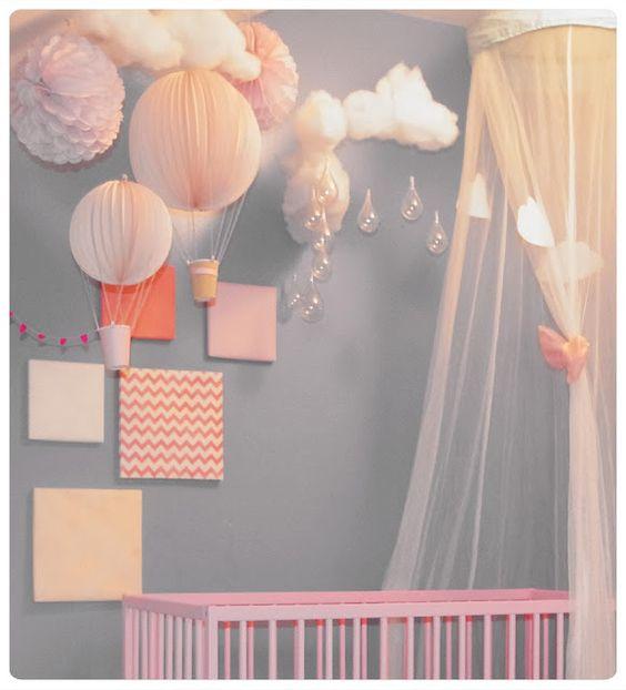 Les montgolfi res lampions chez cette fille baby - Suspension chambre bebe fille ...