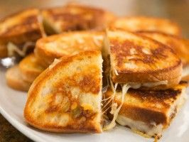 Grilled Cheese with Caramelized Onions via Dinner @ Tiffani's (Cooking Channel)