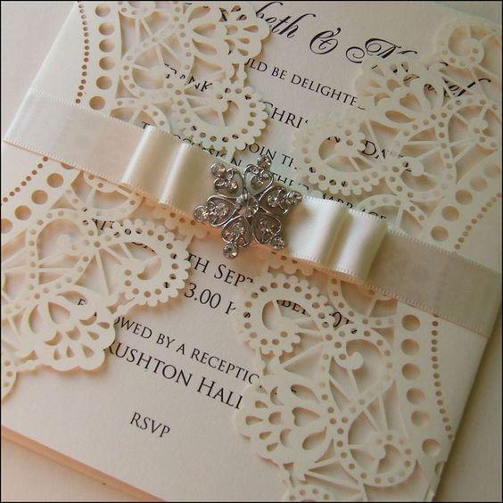 Vintage wedding invitation design. Lasercut, satin ribbon and old fashioned brooch   Corte láser, cinta de raso y un broche, para diseños de invitaciones de boda estilo vintage.