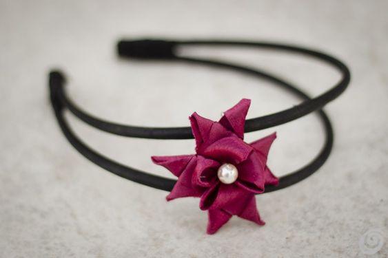 Idee fai da te :: Una spilla fai da te con il nastro di tessuto o di carta fabric ribbon flower DIY