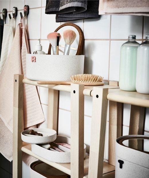 Une Routine Salle De Bain En Toute Decontraction Espaces De Stockage Interieur Ikea Accessoires Salle De Bain