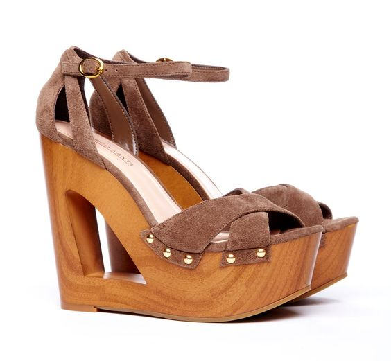 I love these wedges! They are so cute...