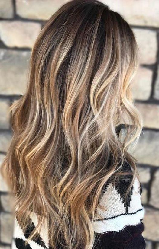 Blonde strähnchen auf braunem haar
