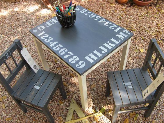 mesa y sillas, después......decorada con Chalky finish y stencils