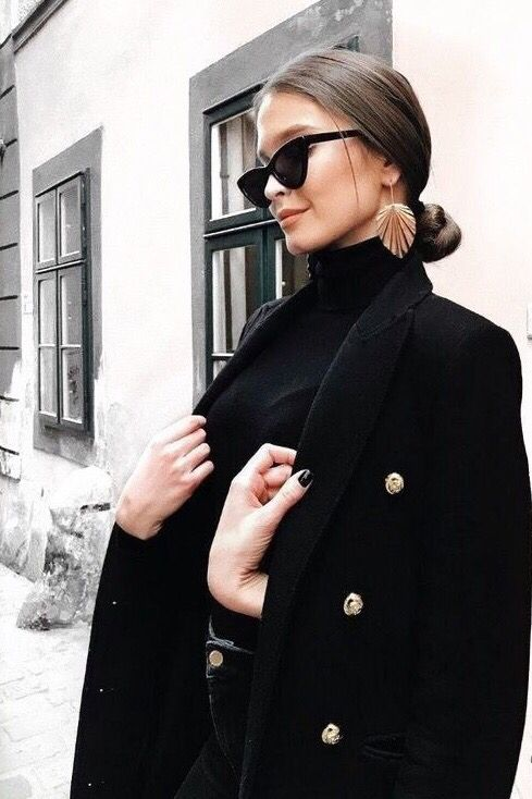 90s retro cat eye sunglasses. Women's fall winter fashion outfits. Black jacket + sweater. Chic casual street styles. #ilymixAccessories #fall #winter #ootd #fashion #outfits #springstyle