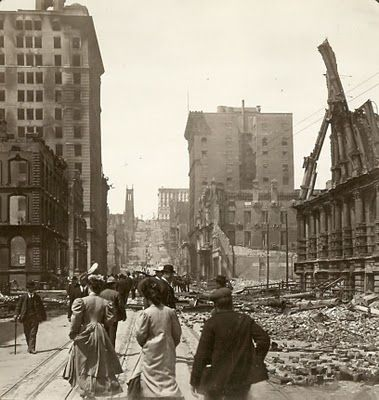 California Street in San Francisco after the earthquake. The Great Merchant's Exchange is on the left, and the Fairmount Hotel is in the distance.