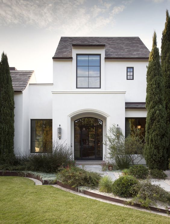Tolle Frontansicht des Hauses. Mir gefällt die versetzte Fassade, damit wirken Häuer nicht zu groß!