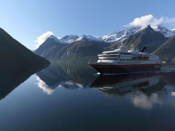 M/S Nordnorge in Hjørundfjorden | Erika Tiren | Hurtigruten ASA
