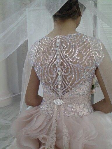 EJ Relampagos bridal gown