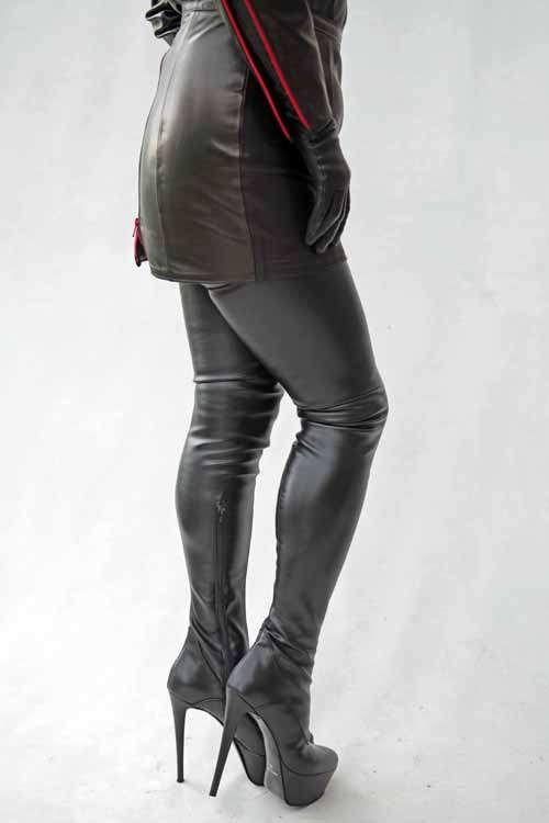 Extralanger Overknee Stiefel Lack schwarz