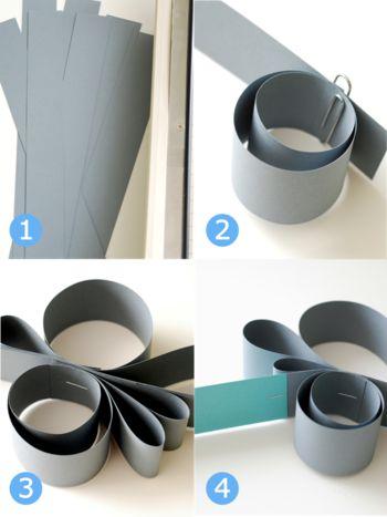 作り方は簡単!細く切った紙をクルクルしながら、ホッチキスでつないでいきます。自分の感覚でいろいろな形で作ってみてくださいね♪