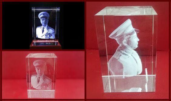 khắc ảnh 3d lên pha lê hình đại tướng Võ Nguyên Giáp