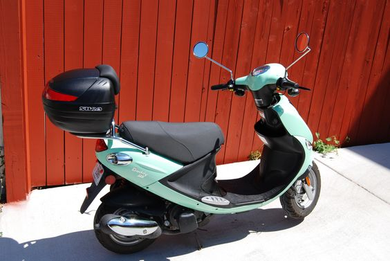 """#Buddy 125cc #Scooter #FORSALE by Owner Today · · Taken at Washington DC Seafoam Green, low miles, 75 Avg MPG, Excellent """"Like NEW"""" Condition, Contact: eclloyd@hotmail.com - Serious Inquiries Only! #SALE #USED #SCOOTER #BUDDY #DC #WASHINGTONDC #GOGREEN #SAVEGAS http://washingtondc.craigslist.org/doc/mcy/3872803053.html"""