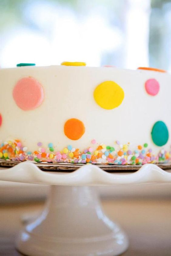 Cute cakes birthdays and bubble party on pinterest for Polka dot party ideas