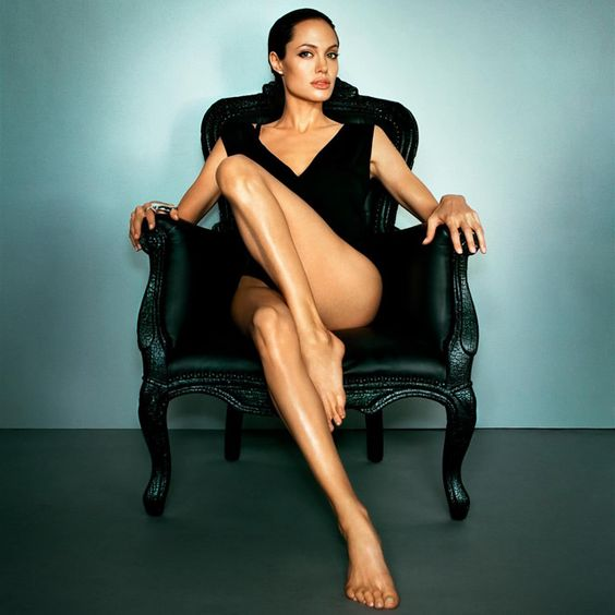 holy hell. i liked this because of the chair, but i can't deny her hotness!